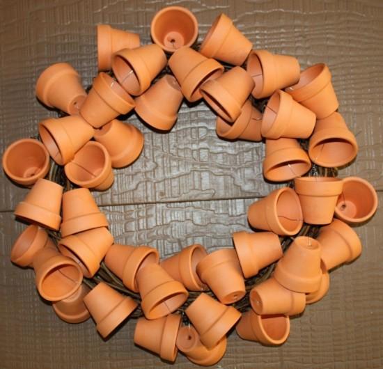 cute-clay-pot-wreath-1